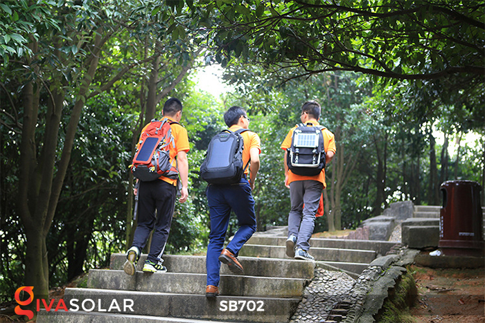 Ba lô sử dụng năng lượng mặt trời SB702 6