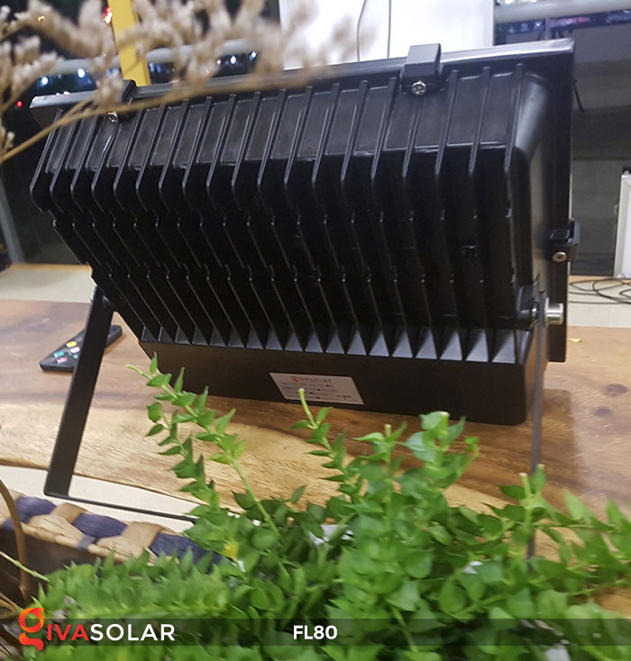 Đèn pha năng lượng mặt trời GV-FL80 80w 4