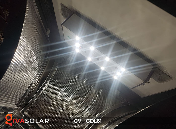 Đèn năng lượng mặt trời chiếu sáng sân vườn GDL61 10