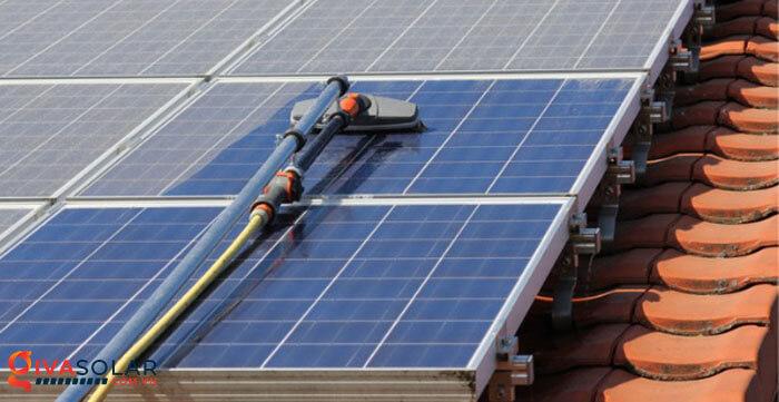vệ sinh các tấm pin năng lượng mặt trời 2