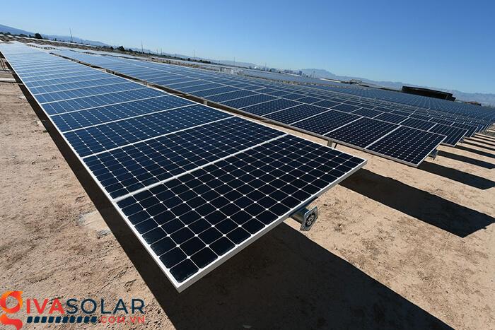 thiết bị có trong hệ thống năng lượng mặt trời 1