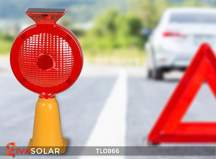 Đèn báo hiệu năng lượng mặt trời TL0866 4