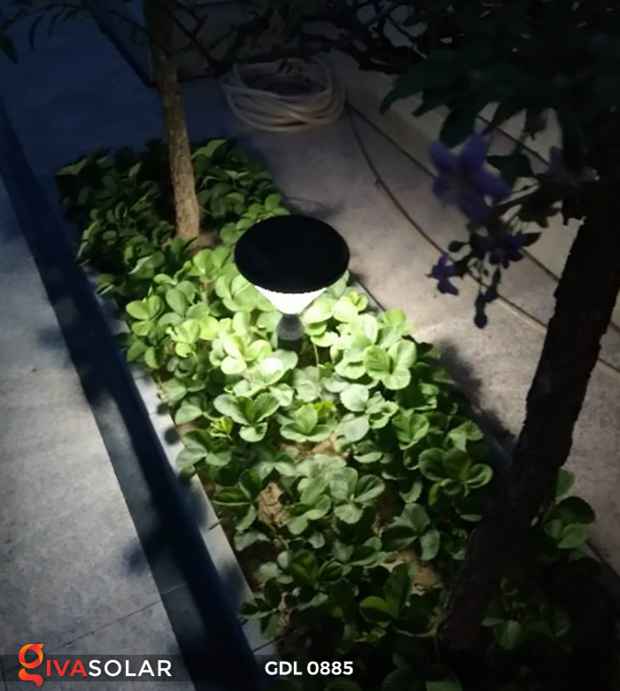 Đèn chiếu sáng sân vườn năng lượng mặt trời GDL0885 4