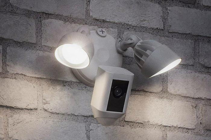 Tại sao nên dùng đèn pha năng lượng mặt trời