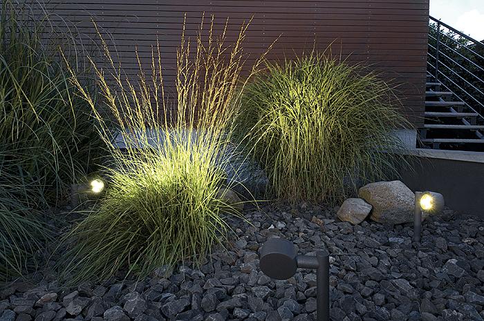 Phân biệt các loại đèn năng lượng mặt trời sân vườn