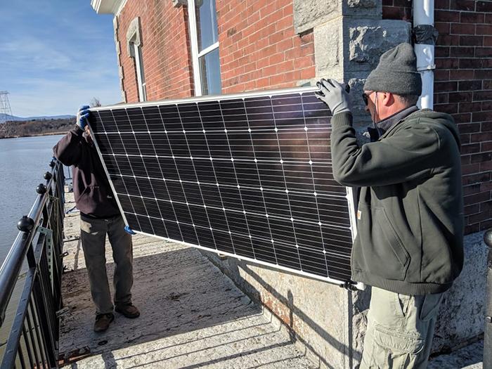 Ứng dụng điện năng lượng mặt trời cho hải đăng Hudson Athens 4
