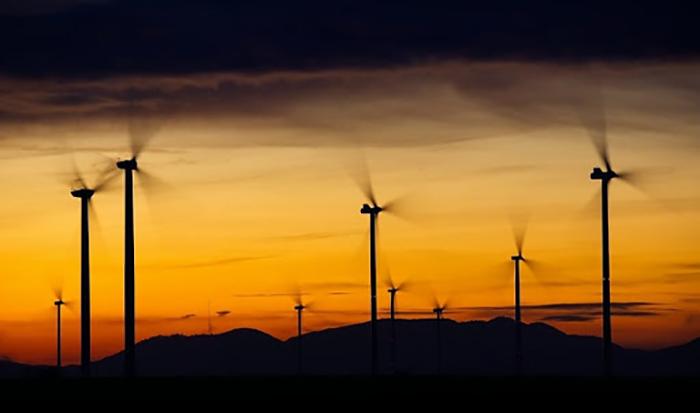 So sánh điện mặt trời với năng lượng gió 2