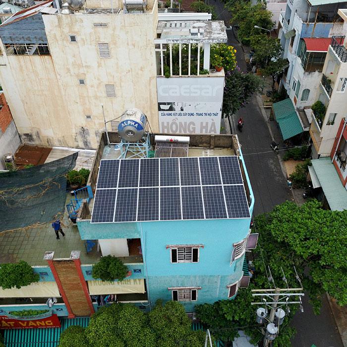 Hệ thống năng lượng mặt trời hòa lưới 5kW lắp đặt cho gia đình chú Sĩ tại Tân Phú 2