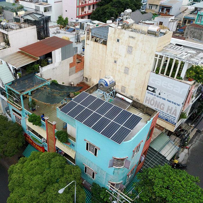 Hệ thống năng lượng mặt trời hòa lưới 5kW lắp đặt cho gia đình chú Sĩ tại Tân Phú 3