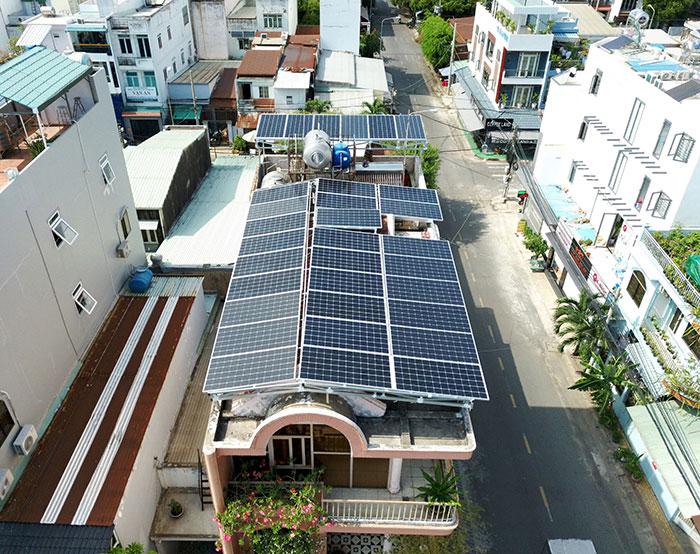 Lắp đặt hệ thống năng lượng mặt trời công suất 12kW cho anh Trí tại Tân Phú 1