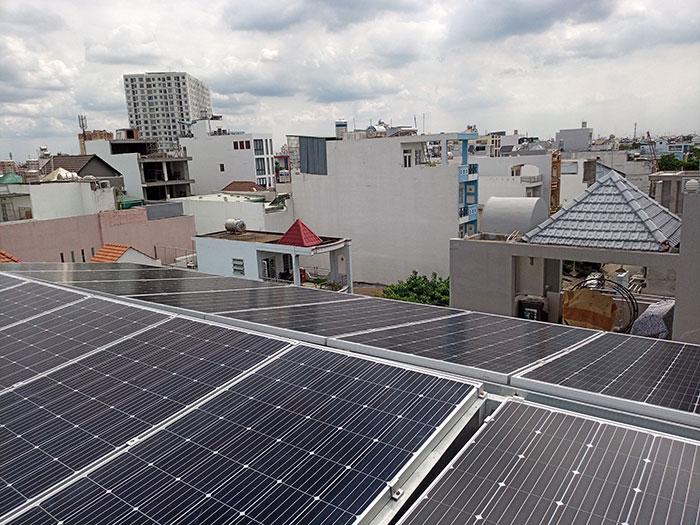 Lắp đặt hệ thống năng lượng mặt trời công suất 12kW cho anh Trí tại Tân Phú 7