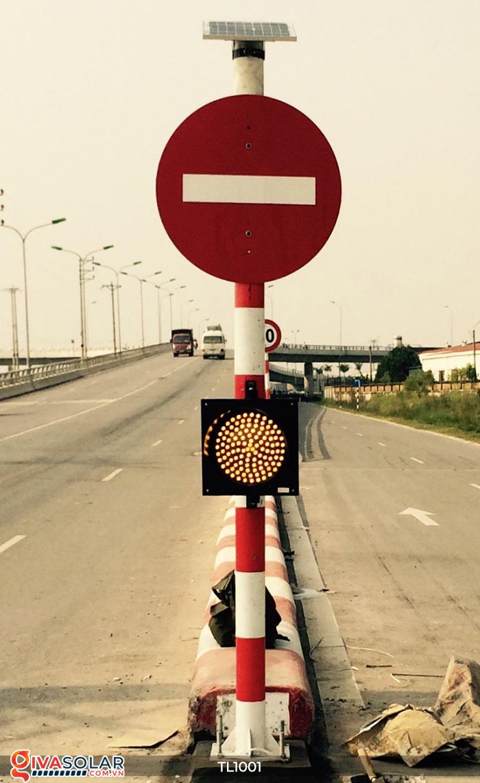 Đèn giao thông năng lượng mặt trời cảnh báo đi chậm TL1001 18