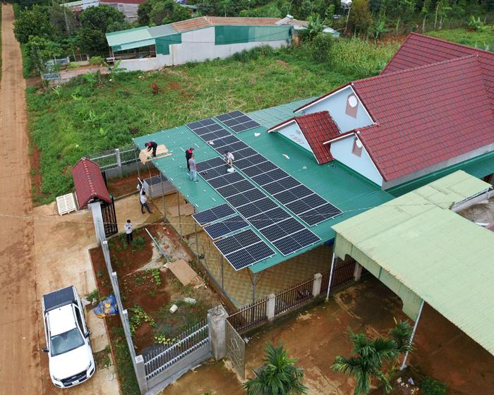 Hoàn thành lắp đặt hệ thống điện mặt trời áp mái quy mô lớn 45kWp tại Đắk Nông 10