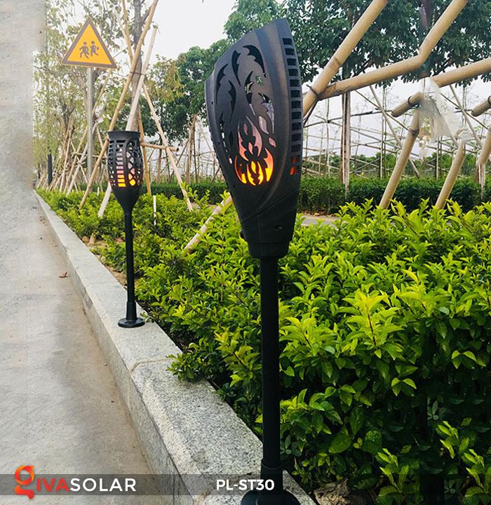 Lựa mua đèn LED năng lượng mặt trời trang trí không gian ngoài trời 9