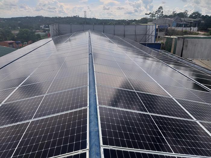 Hoàn thành hệ thống năng lượng mặt trời hòa lưới áp mái 90kWp tại Đắk Nông 6