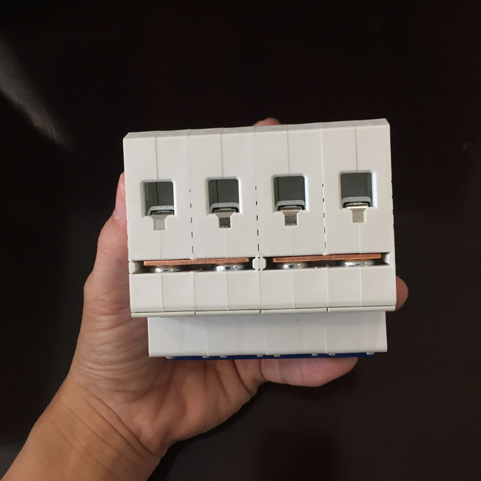 Aptomat DC cho hệ thống điện mặt trời CHANA 6KA-4P-25A-1000VDC 5