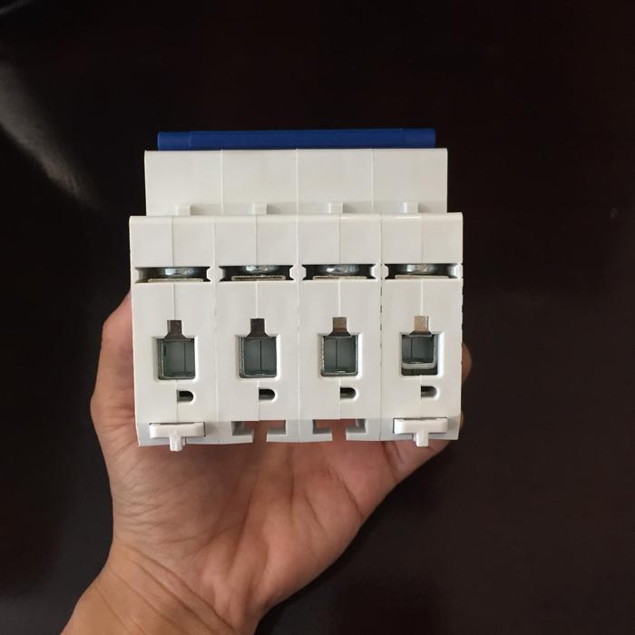 Aptomat DC cho hệ thống điện mặt trời CHANA 6KA-4P-25A-1000VDC 6
