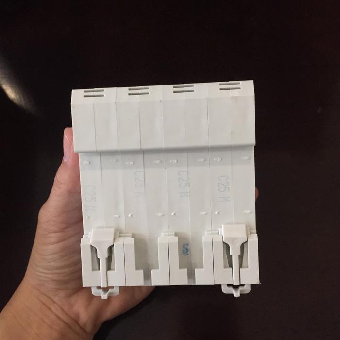Aptomat DC cho hệ thống điện mặt trời CHANA 6KA-4P-25A-1000VDC 7