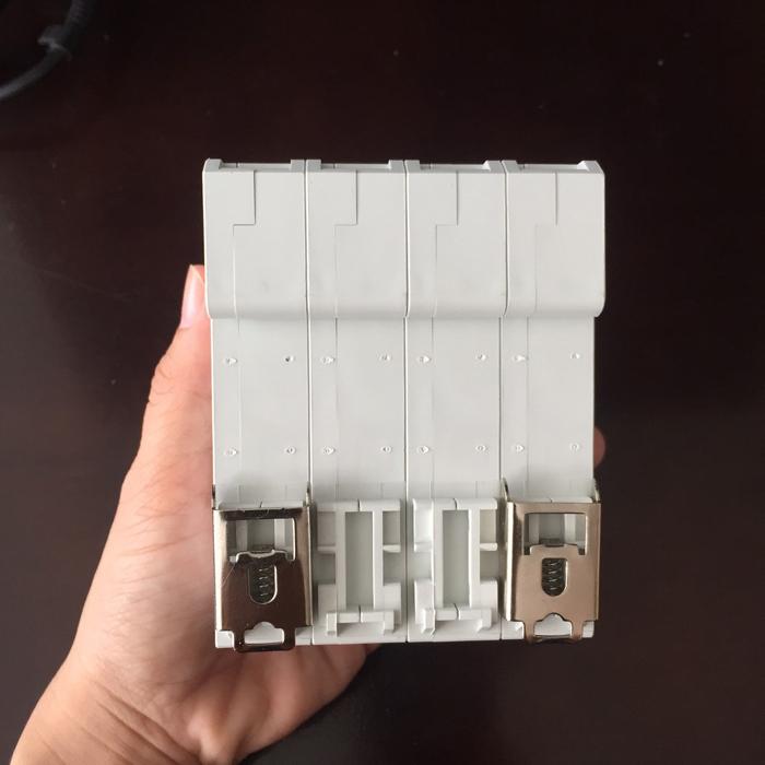 CB chống sét AC 40KA-4P-385V CHANA sử dụng trong điện mặt trời 4