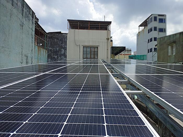 Hoàn thành hệ thống năng lượng mặt trời hòa lưới 8kWp tại Quận 10, HCM 1