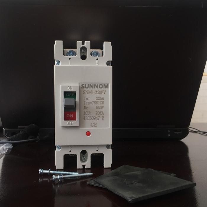 MCCB 225A 2P 550VDC hãng SUNNOM dùng cho hệ thống điện mặt trời 1