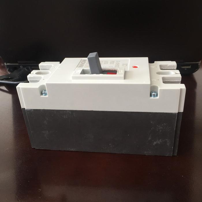 MCCB 225A 2P 550VDC hãng SUNNOM dùng cho hệ thống điện mặt trời 5