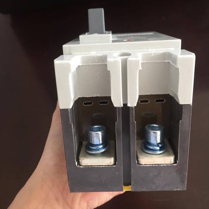 MCCB 225A 2P 550VDC hãng SUNNOM dùng cho hệ thống điện mặt trời 7