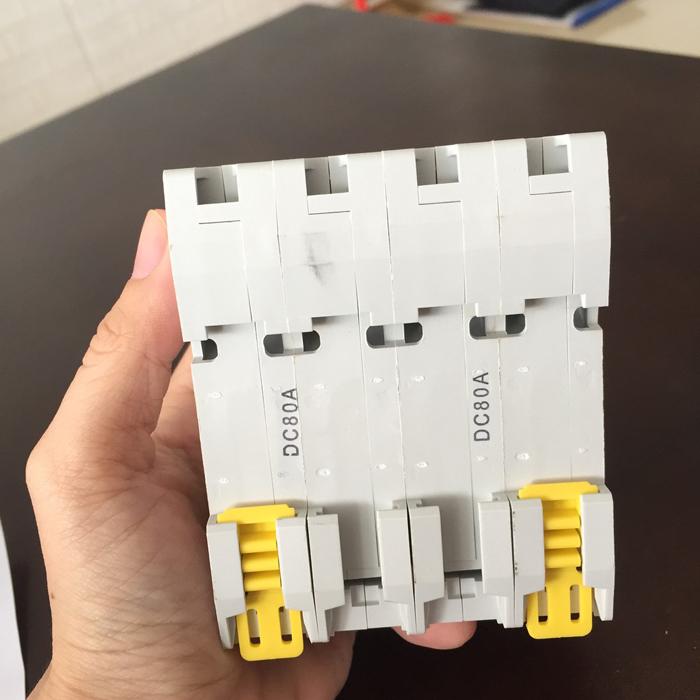 Phụ kiện lắp điện mặt trời CB DC GYM9-4P hãng GEYA 80A 6