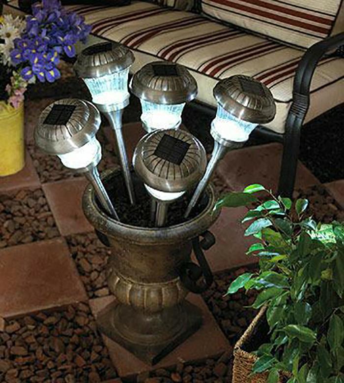 Những ý tưởng trang trí nguồn sáng cực đẹp với đèn năng lượng mặt trời 10