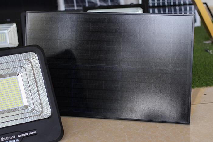 Đèn pha LED sử dụng điện mặt trời GV9200 - 200W 15