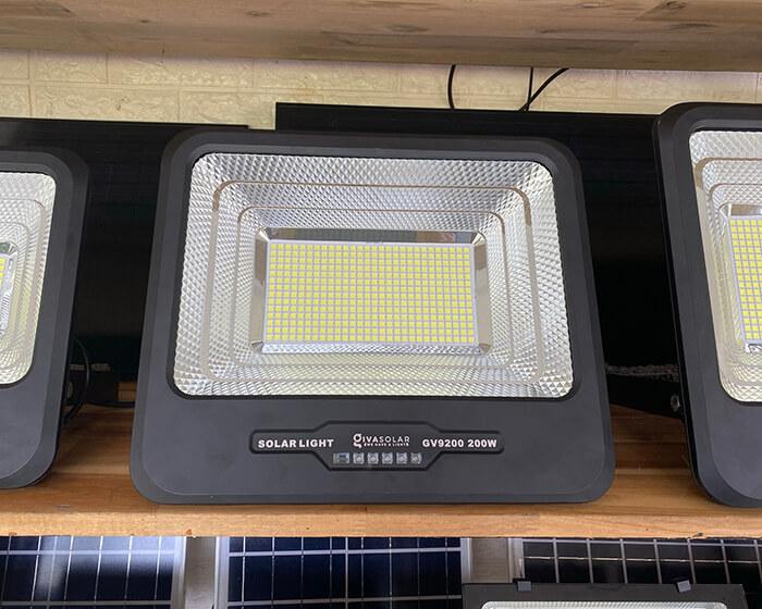 Đèn pha LED sử dụng điện mặt trời GV9200 - 200W 7