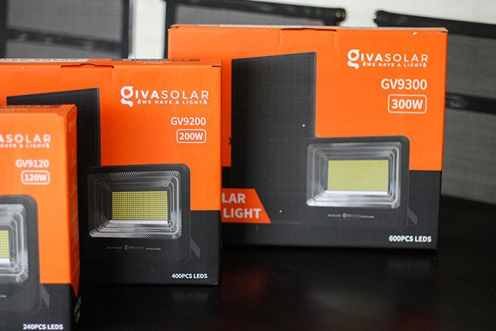 Đèn pha sử dụng năng lượng mặt trời 300W - GV9300 1