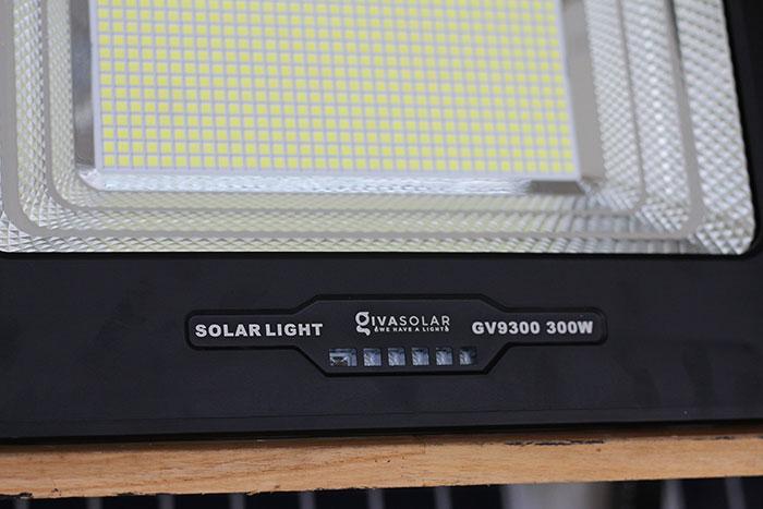 Đèn pha sử dụng năng lượng mặt trời 300W - GV9300 12