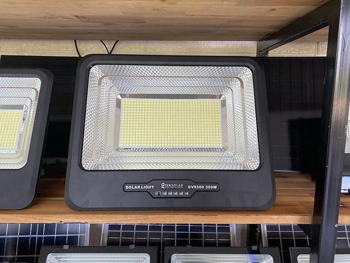 Đèn pha sử dụng năng lượng mặt trời 300W - GV9300 6