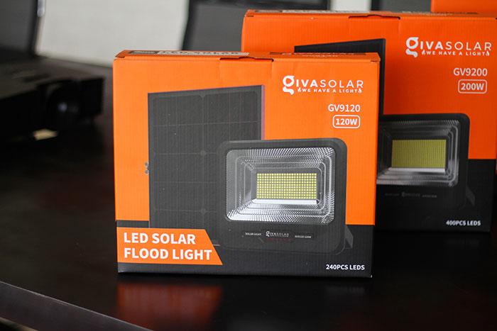 Đèn pha năng lượng mặt trời công suất 120W - GV9120 giá cực tốt 1