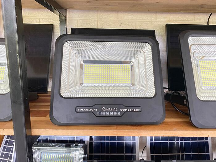 Đèn pha năng lượng mặt trời công suất 120W - GV9120 giá cực tốt 4