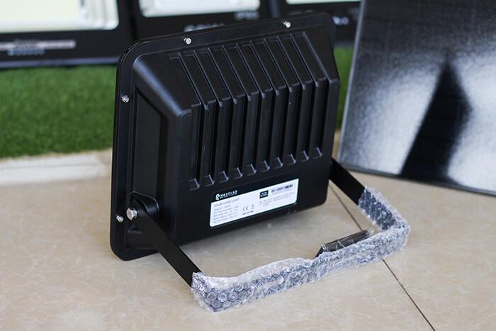 Đèn pha năng lượng mặt trời công suất 120W - GV9120 giá cực tốt 6