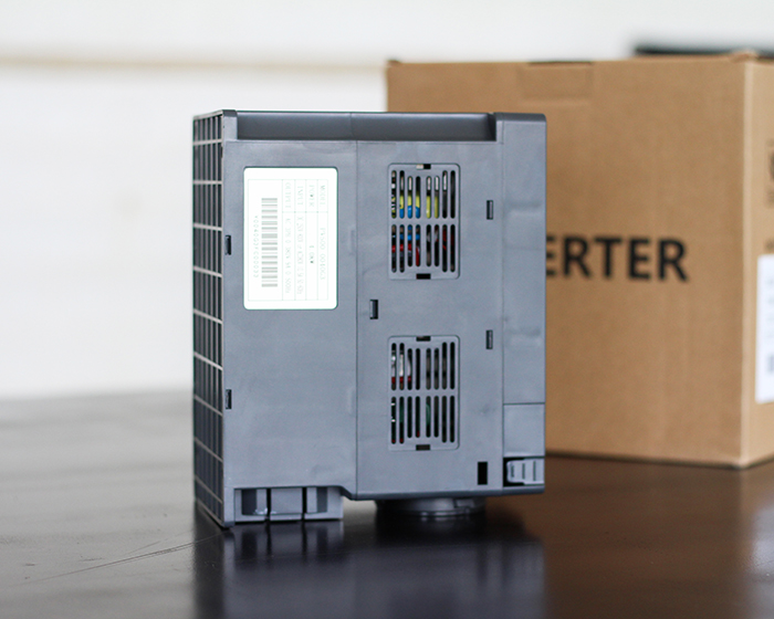 Inverter bơm nước năng lượng mặt trời PV500-0040G3 (4kW) 11