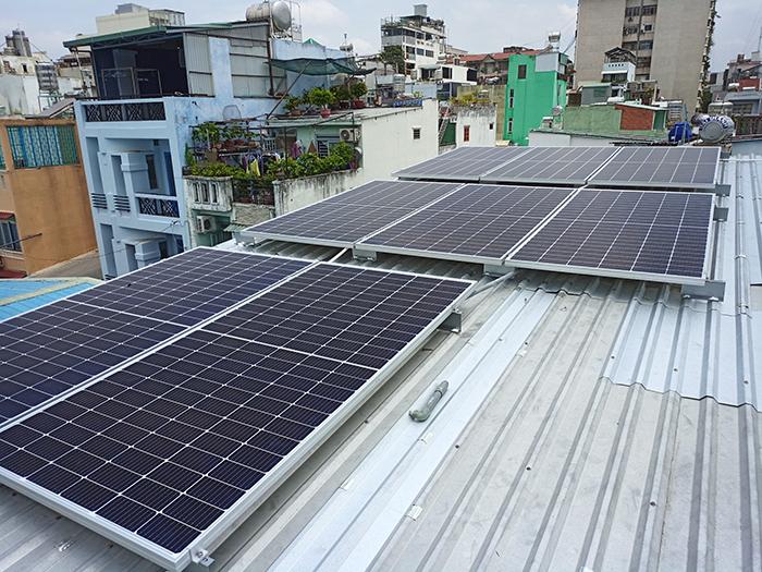 Hoàn thành lắp đặt hệ thống điện mặt trời 3.6 kWp tại Quận 5 1