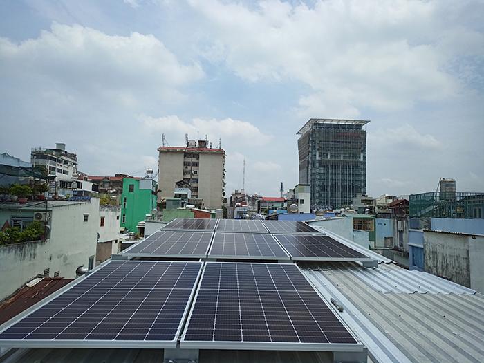 Hoàn thành lắp đặt hệ thống điện mặt trời 3.6 kWp tại Quận 5 2