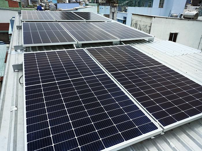 Hoàn thành lắp đặt hệ thống điện mặt trời 3.6 kWp tại Quận 5 3